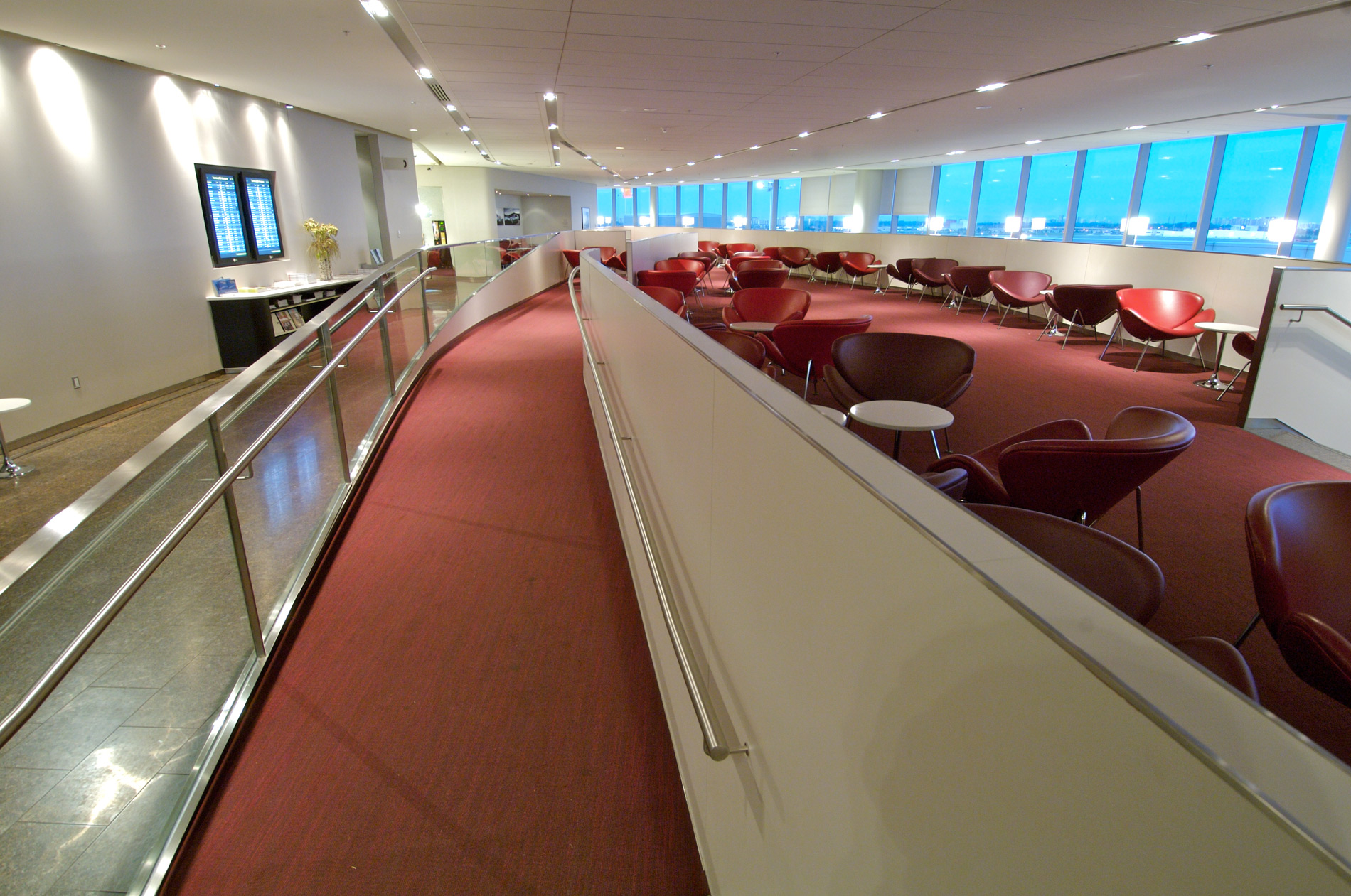 YYZ-Transboarder-Maple-Leaf-Lounge-seating-WEB.jpg