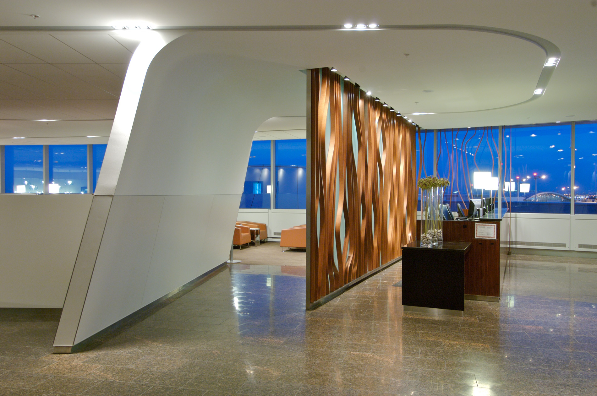 YYZ-Transboarder-Maple-Leaf-Lounge-curves-WEB.jpg