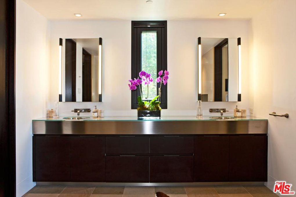 Malibu Stone House bathroom.jpg