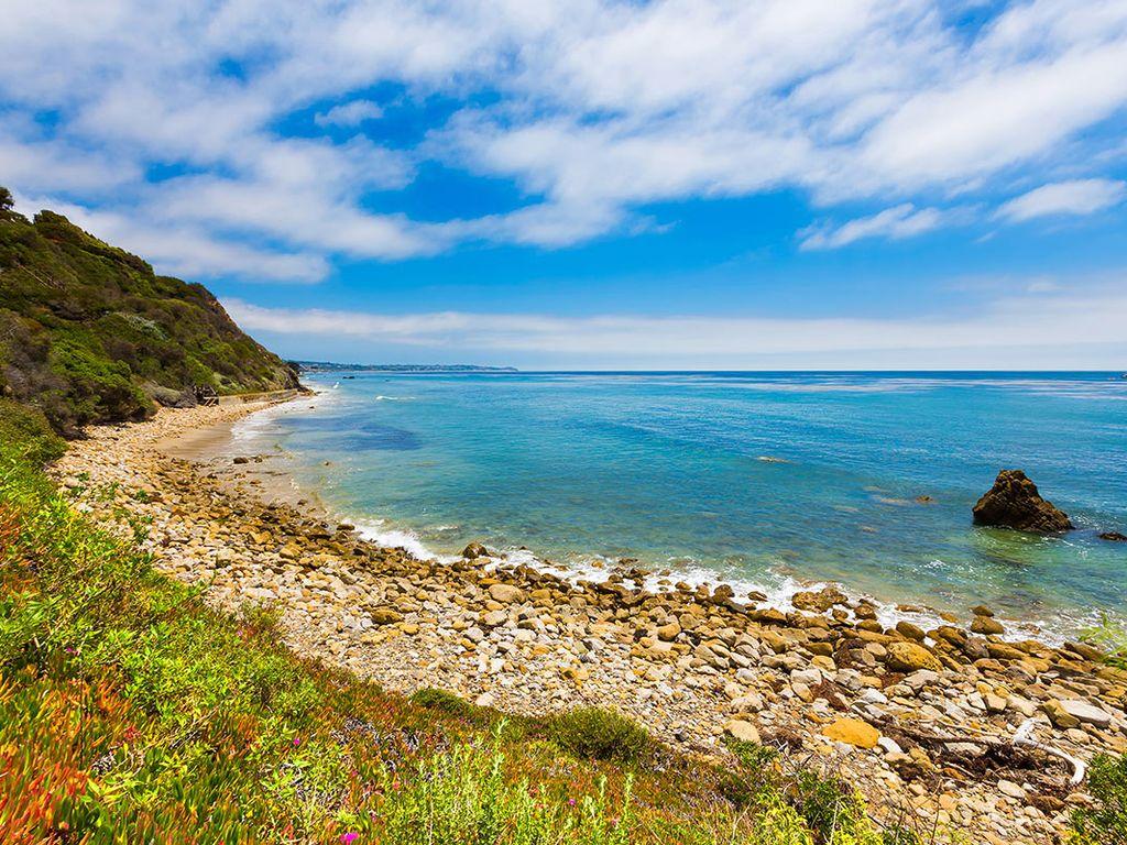 Malibu Stone House Beach pic vrbo.jpg