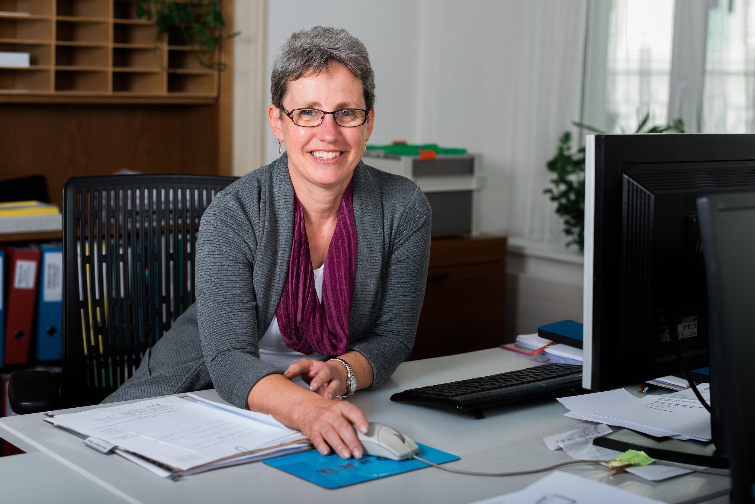 Anna Noi-Hefti - Seit 2004 gehört Anna Noi-Hefti zum Team von RHS&P. Neben den allgemeinen Sekretariatsarbeiten wie Empfang der Klienten, Korrespondenz und Bedienung der Telefonzentrale kümmert sie sich um alles, was die Arbeitsabläufe im Kanzleialltag erleichtern. Ausserdem unterstützt sie die Anwältinnen und Anwälte bei Willensvollstrecker-Mandaten.rhs@rhslawyers.ch