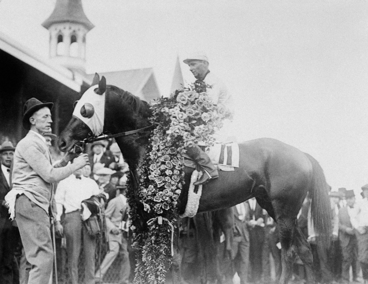 though-the-kentucky-derby-was-held-for-the-first-time-in-1875-photos-of-it-began-to-appear-in-the-1920s-it-was-during-this-time-that-the-derby-began-being-broadcast-on-the-radio-and-five-to-six-million-listeners-tuned-in.jpg