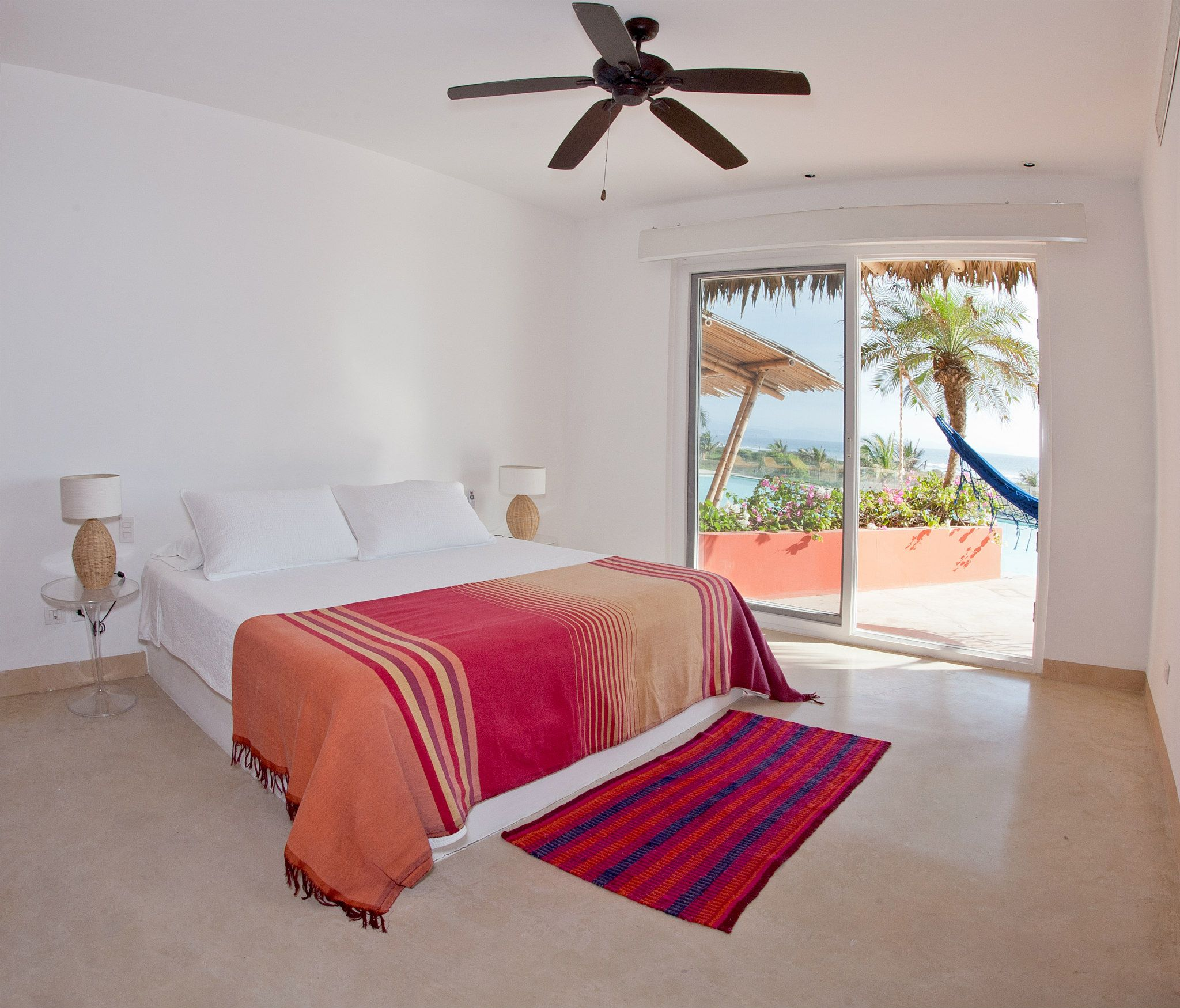 PACKAGE 3 - QUEEN SIZE W/ PRIVATE BATH  Features: Private Bath, Ocean Views, Air Conditioning, Modern Suite, Queen Size Bed