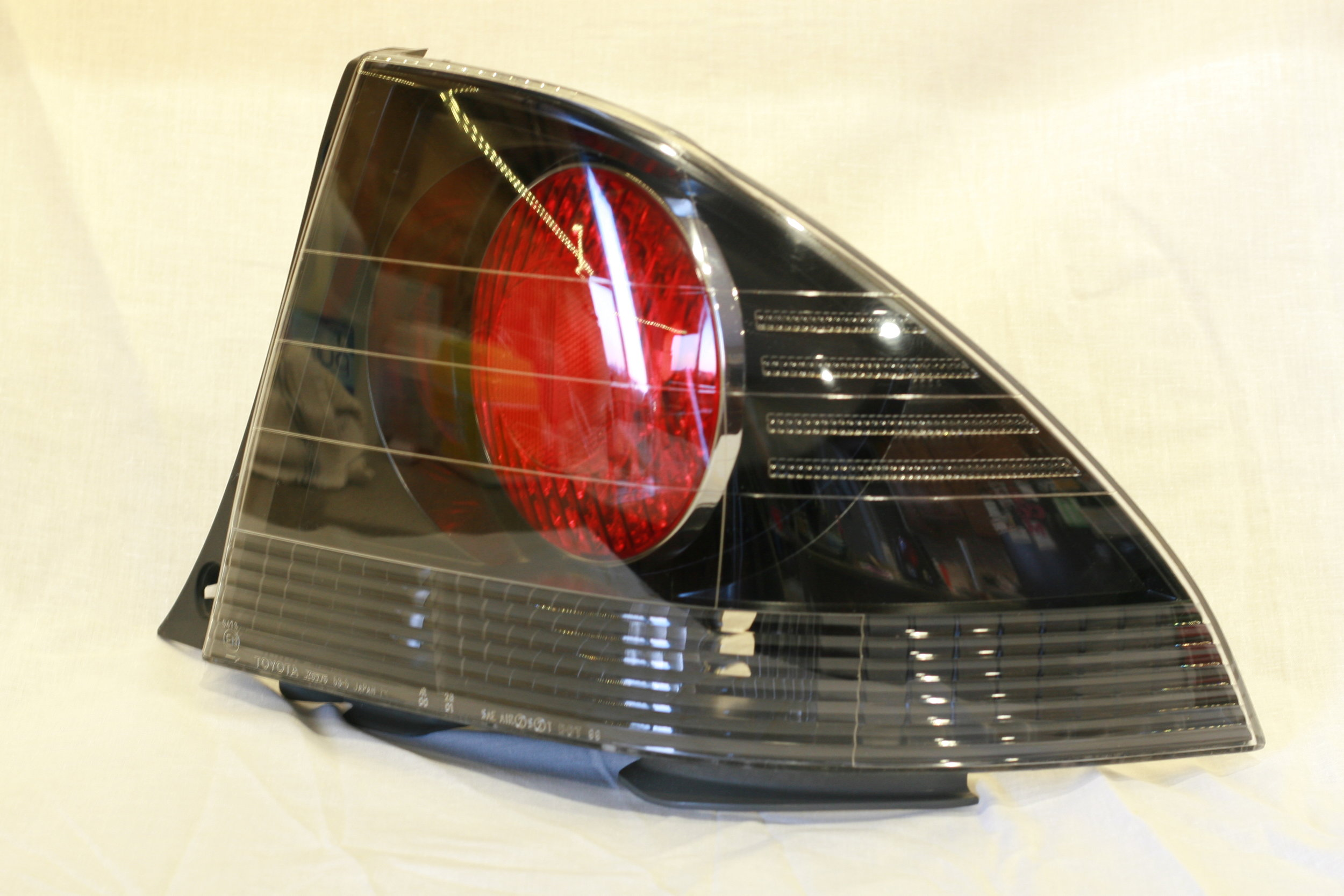 is300 taillight painted gloss black w/chrome rings