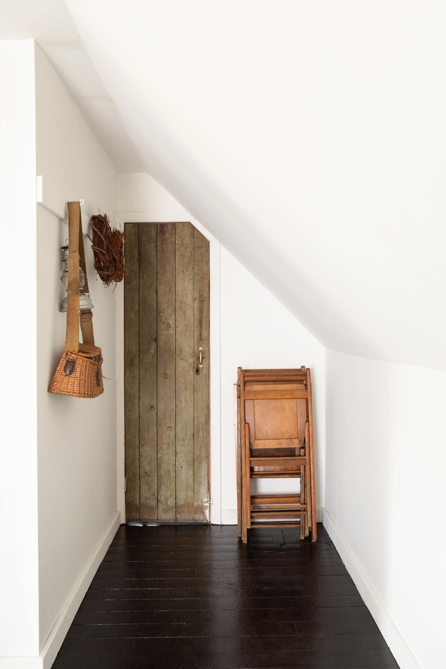 lisa-przystup-attic-doorway-sarah-elliott-1466x2199.jpg