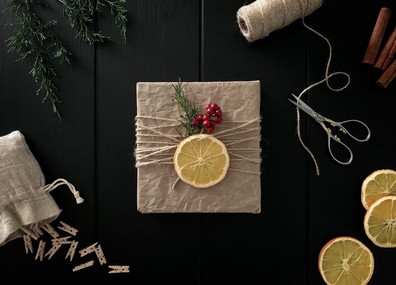 Christmas Gift_edited_small2.jpg