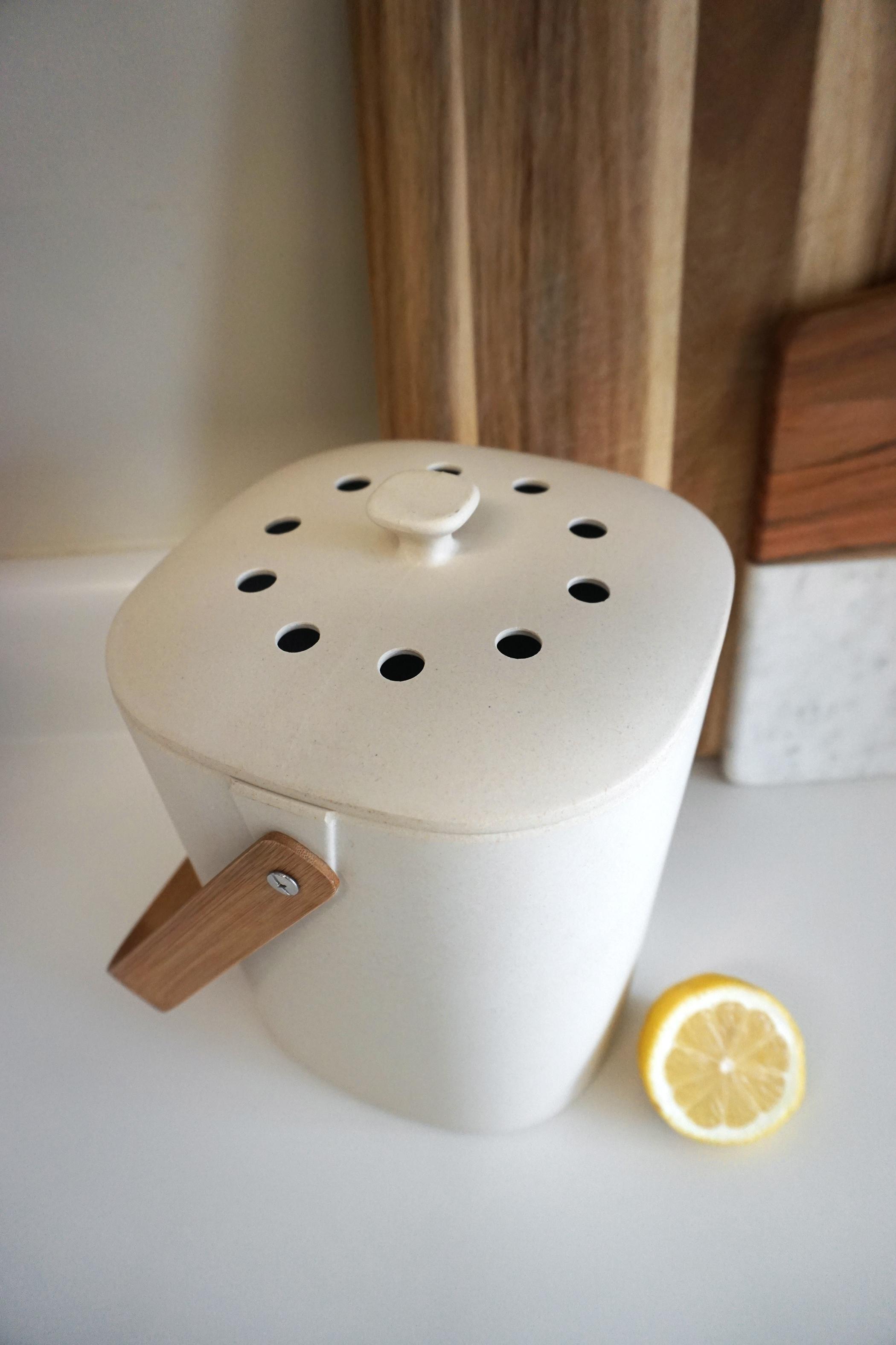 Bamboozle_compost_bucket.jpg