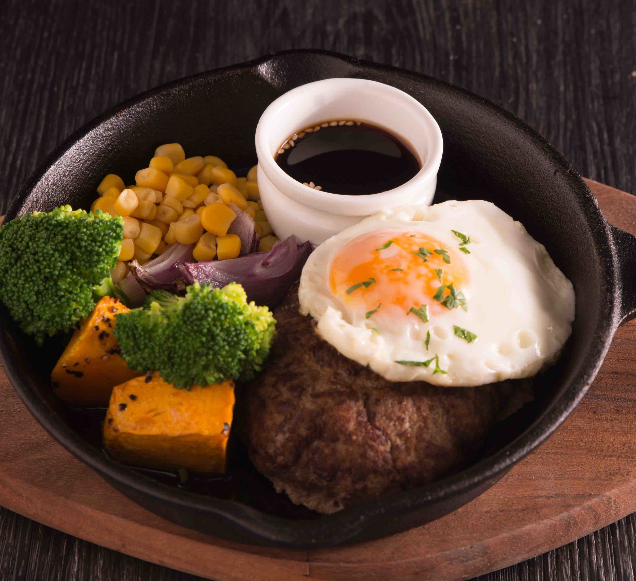 Teri Tama Hamburg (Teriyaki Hamburg steak with a fried egg)