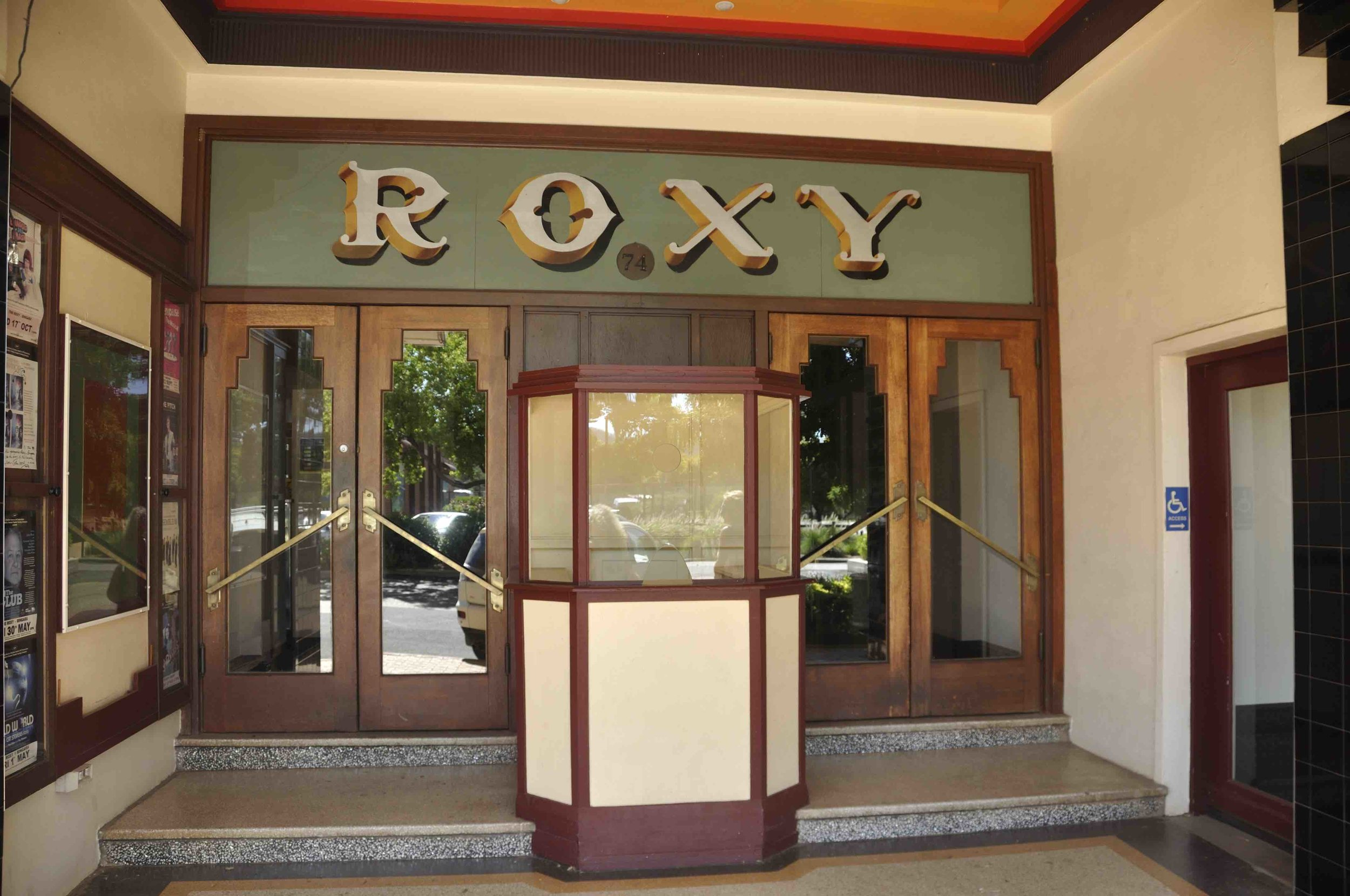 Roxy1.jpg