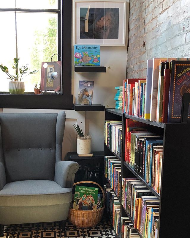 Saving you a spot in our cozy reading nook!  #nannygoat #reading #bookstoresofinstagram