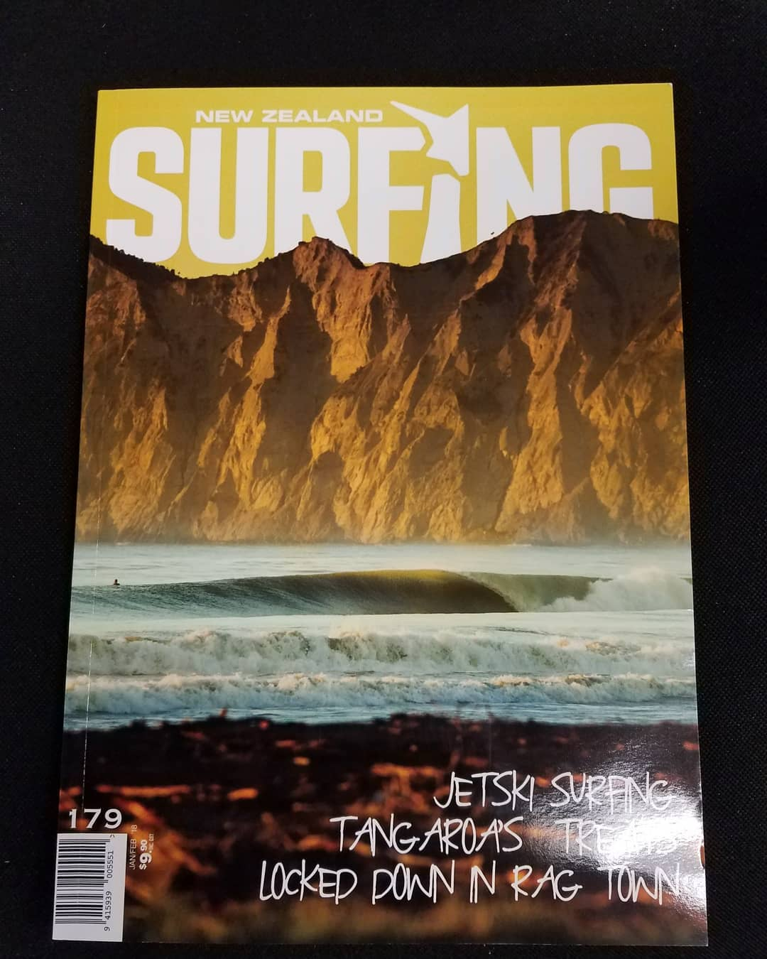 The cover of New Zealand Surfing Magazine (Jan/Feb 2018)