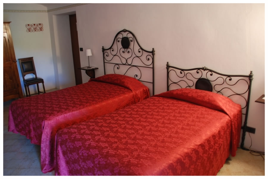 A charming B&B immersed in the green Langhe rizzi farmhouse langhe roero