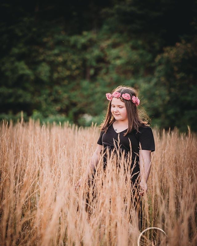 :: Those long grassy sessions 🌾🧡:: #jennifervellophotography #wollongongphotographer  #fairymeadow  #illawarraphotographer  #southcoastphotographer #childrenphotography  #familyphotography #lifestylephotographer