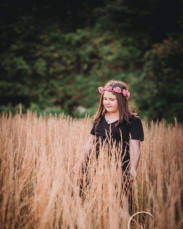 :: Those long grassy sessions 🌾🧡:: #jennifervellophotography #wollongongphotographer  #fairymeadow #illawarraphotographer #southcoastphotographer #childrenphotography  #familyphotography #lifestylephotographer