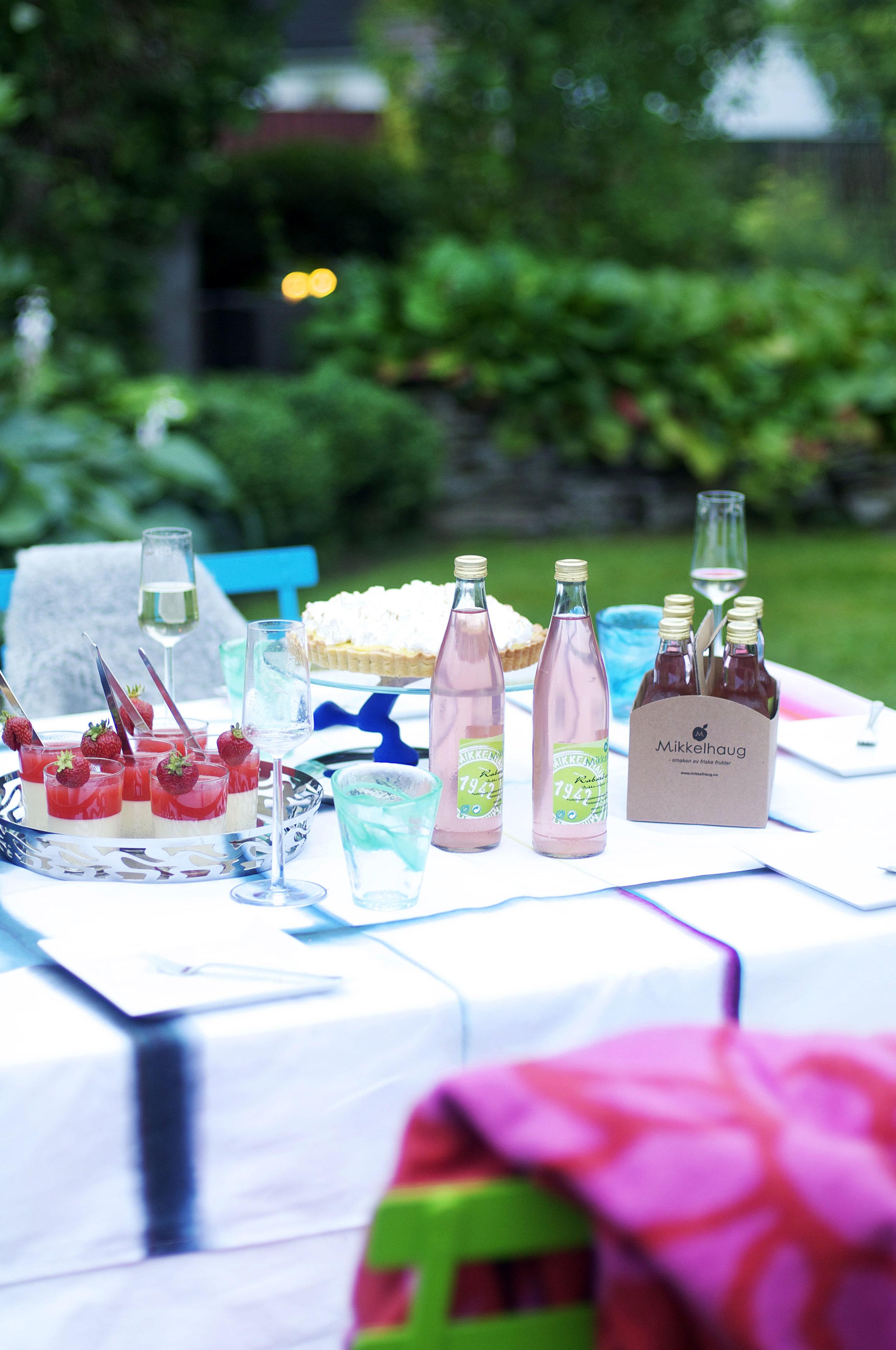 HAGE-bord-med-rosaskjær.jpg