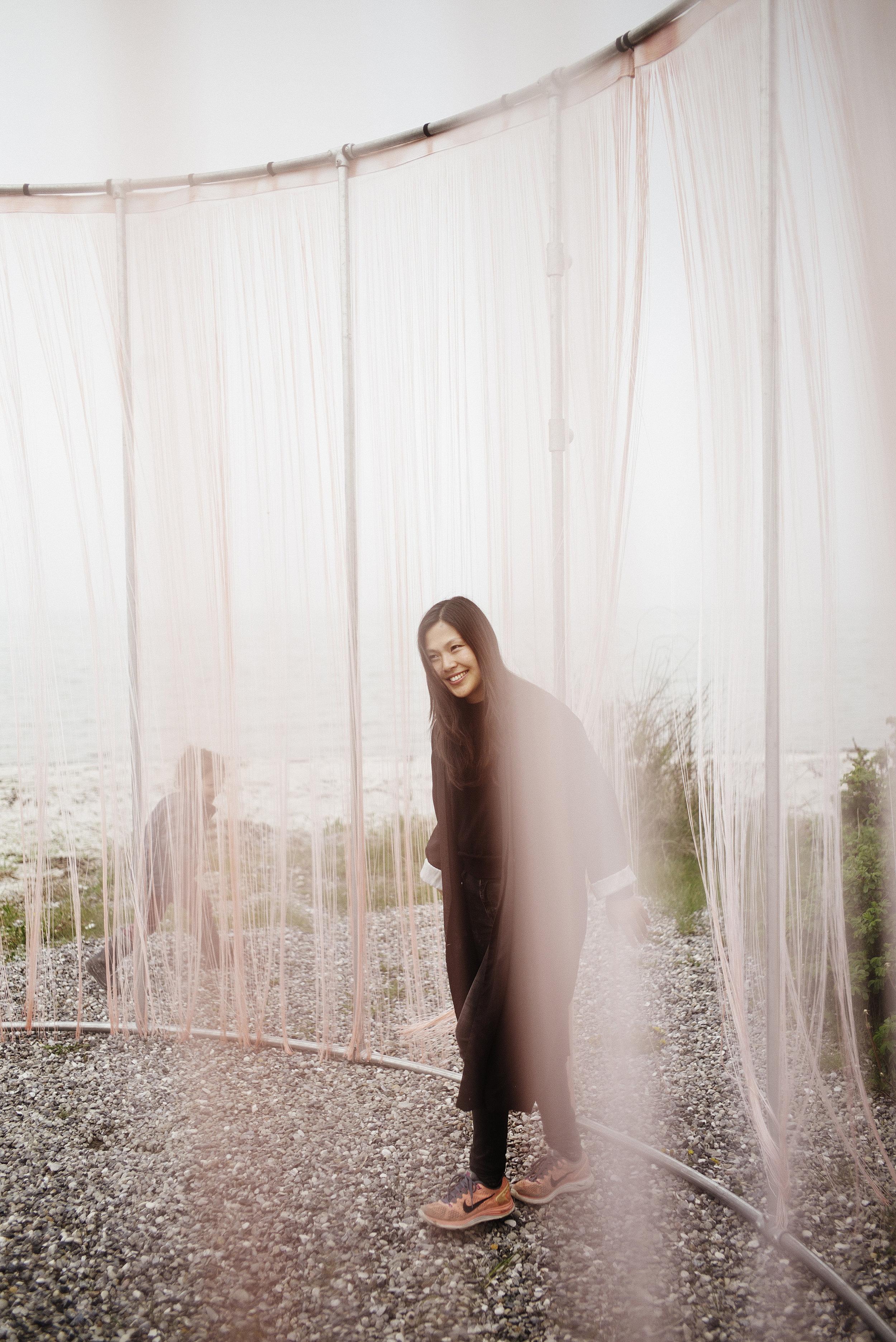 /// - 🇬🇧 영문안녕하세요 저는 시각 예술가 Jette 혜진 Mortensen입니다.저는 1980년 남한(대한민국, Republic of Korea)에서 태어나 덴마크에 입양아로 자랐습니다.2010년 덴마크 왕립 미술 아카데미를 석사(MFA)로 졸업하고 2015년에 덴마크 예술 제단으로부터 3년 근속 수당을 받았습니다.제 연습은 문화적, 과학적, 수행적, 명상적, 건축 분야를경험에 의해 엮어 세대 간과 감정적인 관계를융통성 있게 이해하는 방법을 포괄하여개발을 하는 것입니다.조각품, 영상, 설치 미술품, 책, 그림, 라이트 아트(light art) 안에는 시작을 위하며집단의 정체성을 나타냅니다. 저는 작품을 구성하는 과정에서클래식 음악, 심리극 치료법, 영속농업, 분자 생물학, 양자역학, 정치학, 탈식민주의 페미니즘을엮여 사용하는데 여러 측면에서 기이하게 상호 연관되어 있다고 생각되지만 전체론적으로 접근하여 한 사회에서 예술을 만드는 것을 개시하게 합니다.