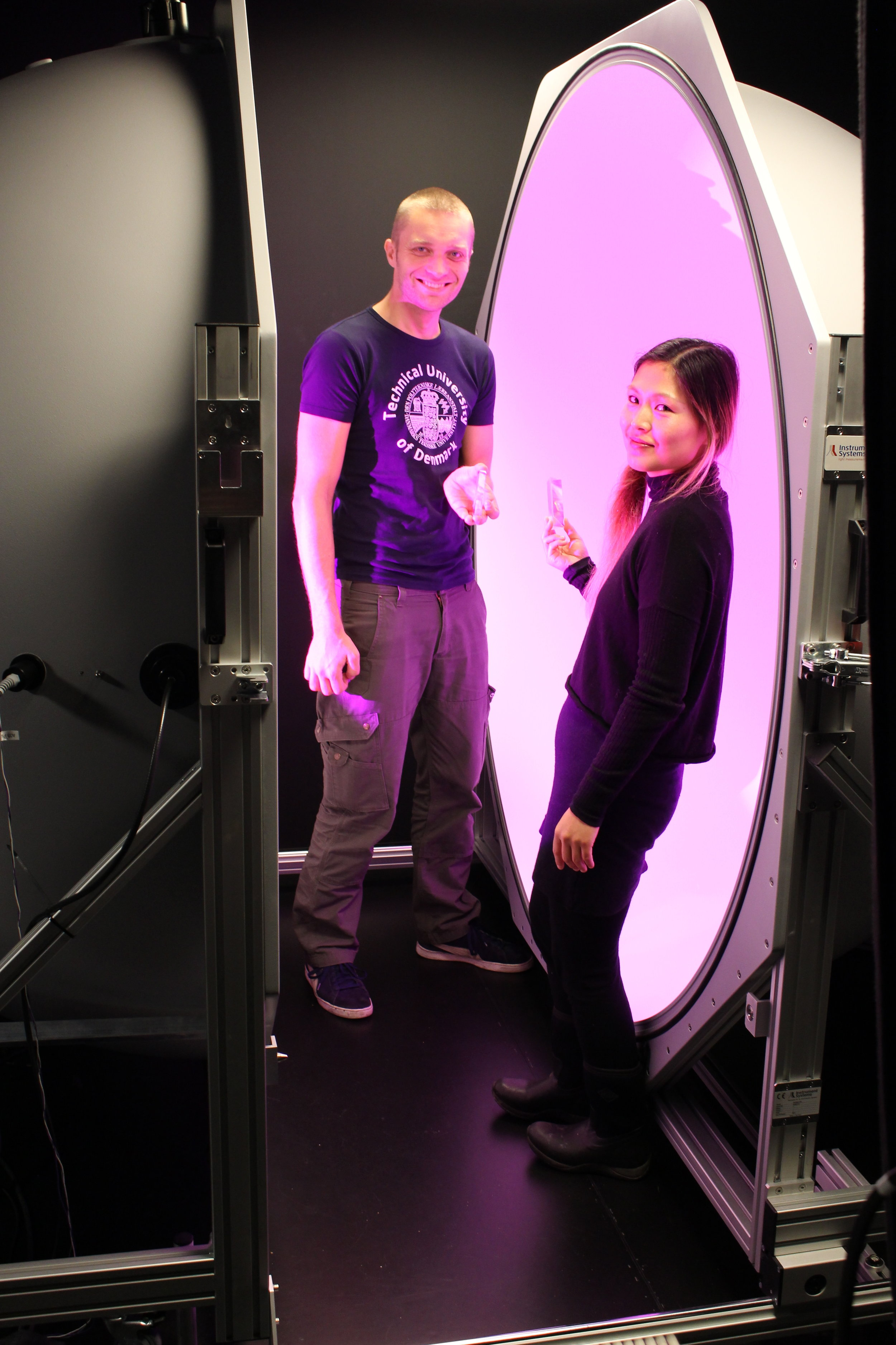 Physicist Anders Torseth and Jette hye Jin Mortensen at DTU Fotonics