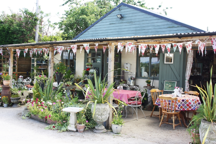 FroggAtts Tea rooms & vintage shop