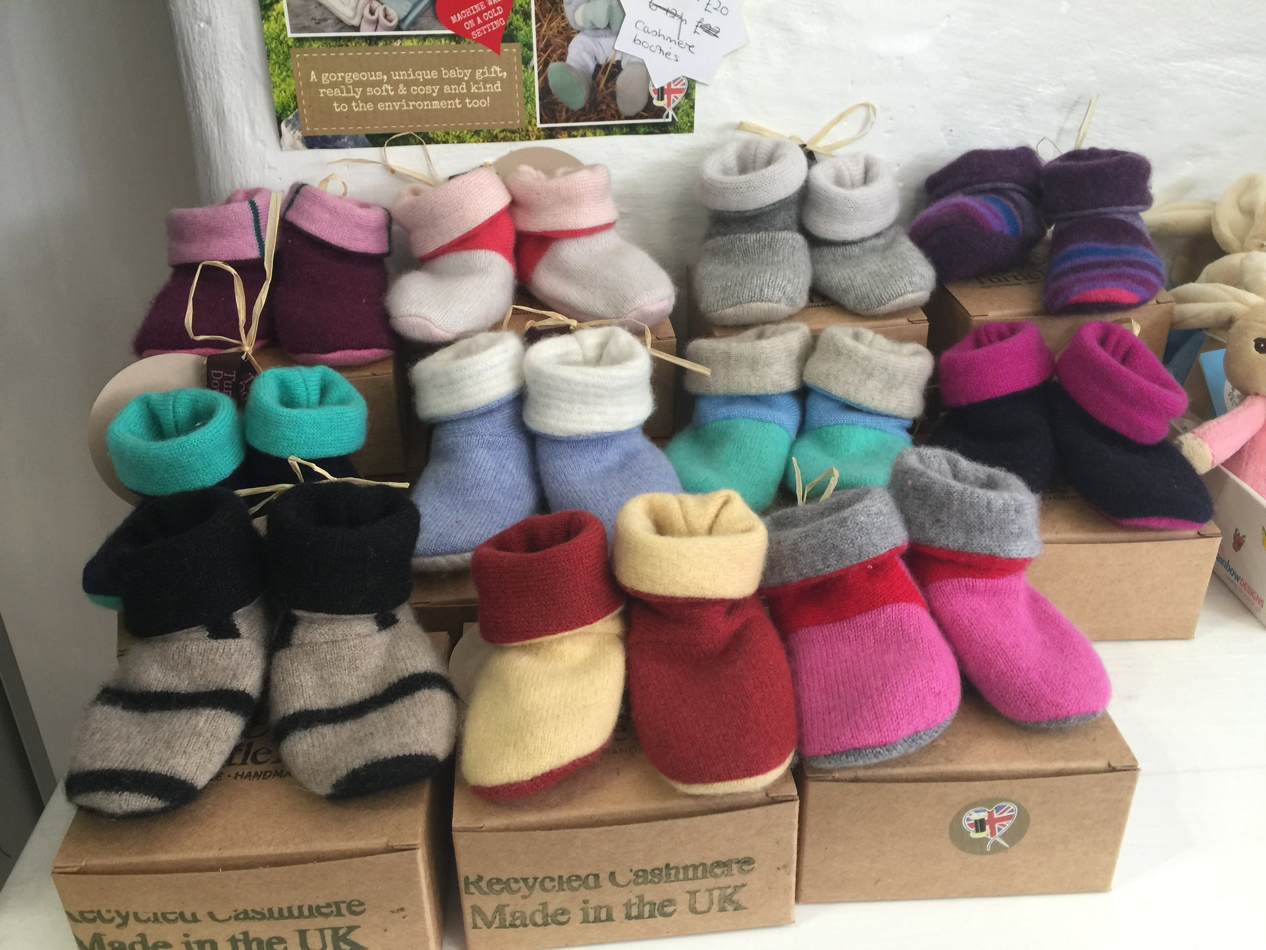 Smarti - Gifts for the newborn baby: try Turtle Doves gorgeous booties made from recycled cashmeresale £20
