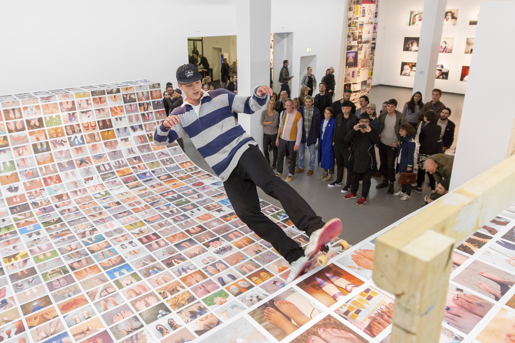 Erik-Kessels_My-Feet-2015_©-NRW-Forum_Foto-Andreas-Kuschner-ALIMONIE.jpg