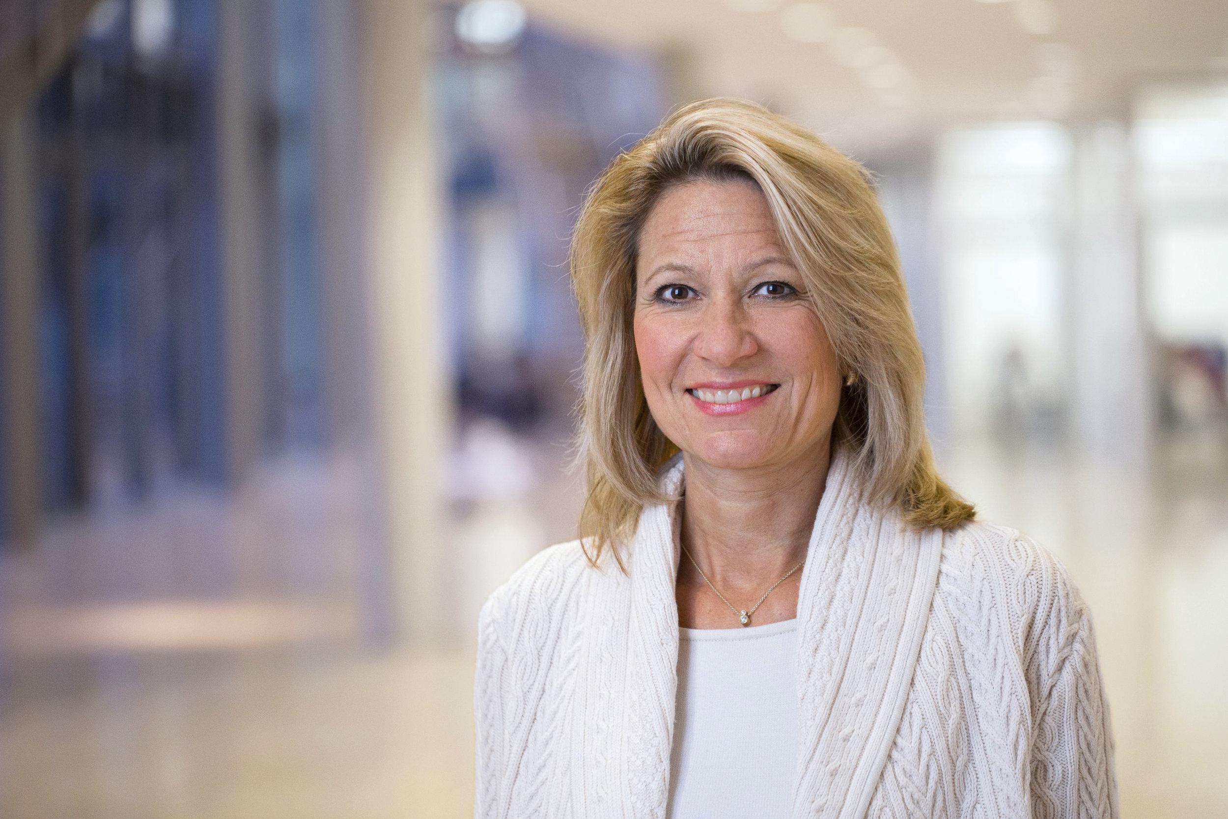Prof. Dr. Anja Steinbeck war nach Jurastudium, Promotion und Habilitation ab 2001 Inhaberin des Lehrstuhls für Bürgerliches Recht, Handels- und Gesellschaftsrecht und Gewerblichen Rechtsschutz an der Universität zu Köln. Ab 2004 leitete sie das Institut für Gewerblichen Rechtsschutz und Urheberrecht der Hochschule. Zusätzlich war sie als Richterin am Oberlandesgericht Köln tätig. Zuletzt war sie Prorektorin der Universität zu Köln. Seit  November 2014 ist sie Rektorin der HHU. Sie lebt mit ihrer Familie in Oberkassel.