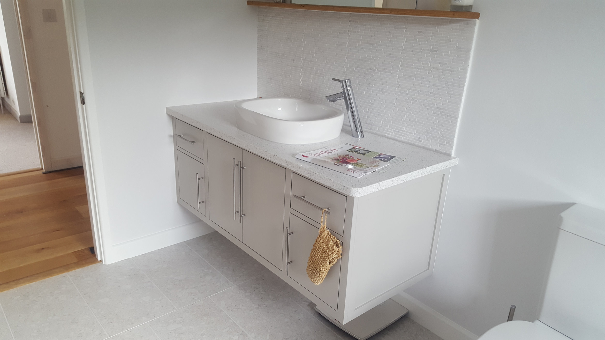 Small Bathroom Unit.jpg
