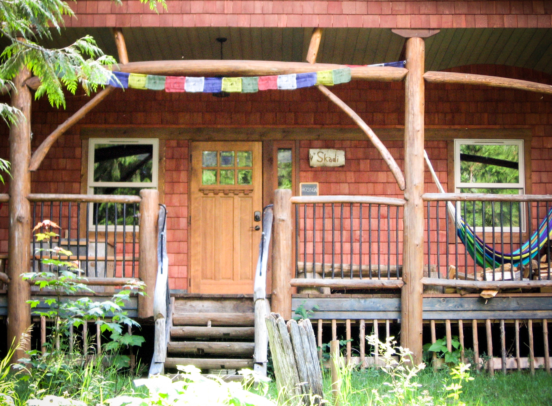 Skadi - This cabin is set against the Bonnington range. With two bedrooms, a fully equipped kitchen, a large common room (living/dining room), and a washroom with shower, this chalet can comfortably accommodate up to six people. It provides the cozy comfort of heated flooring as well as the romance and appeal of a wood stove. Skadi is the goddess of winter.