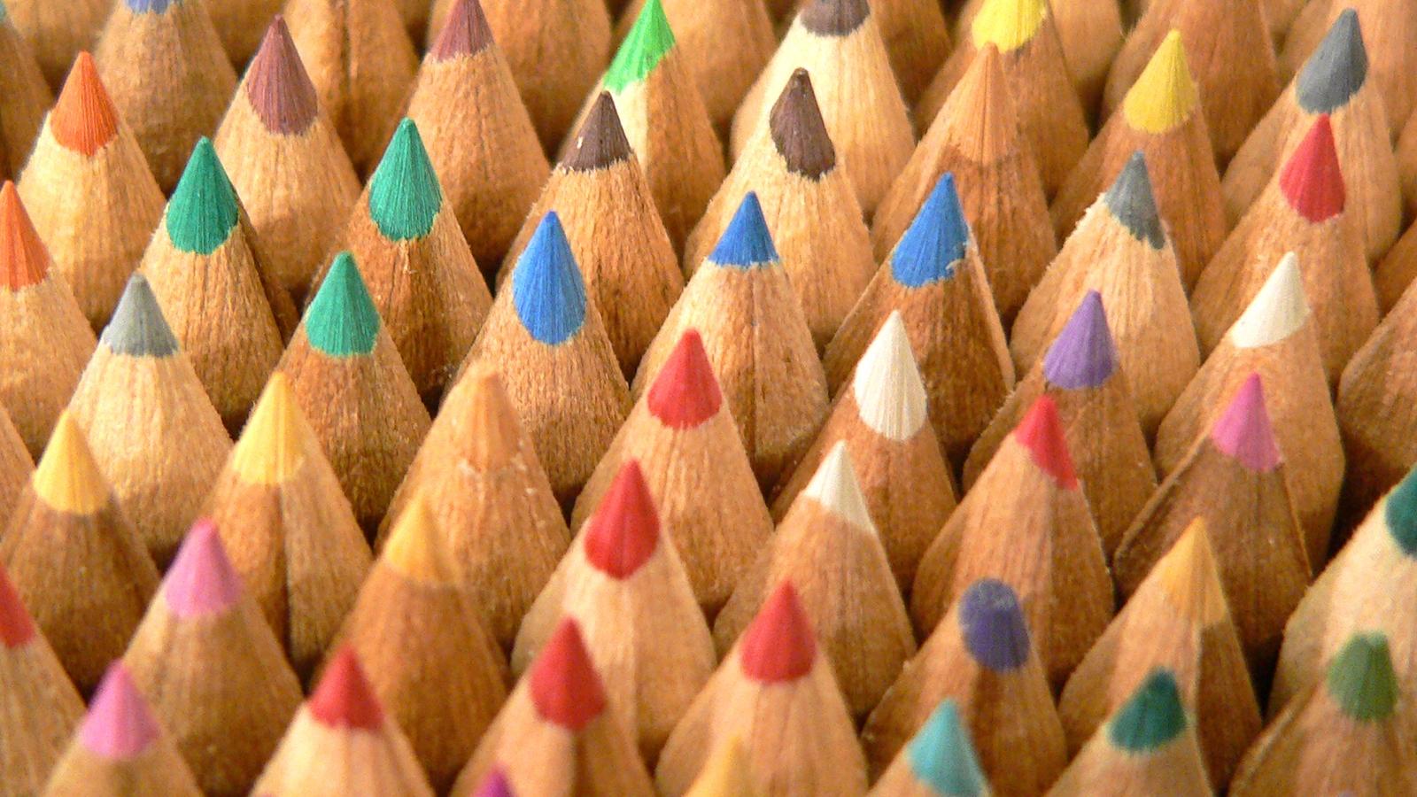 crayons-textute-front-1189541-1600x1200.jpg