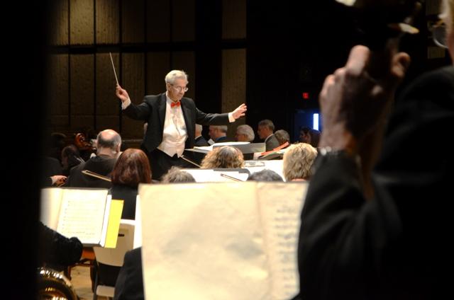 Gelfand conducts.jpg