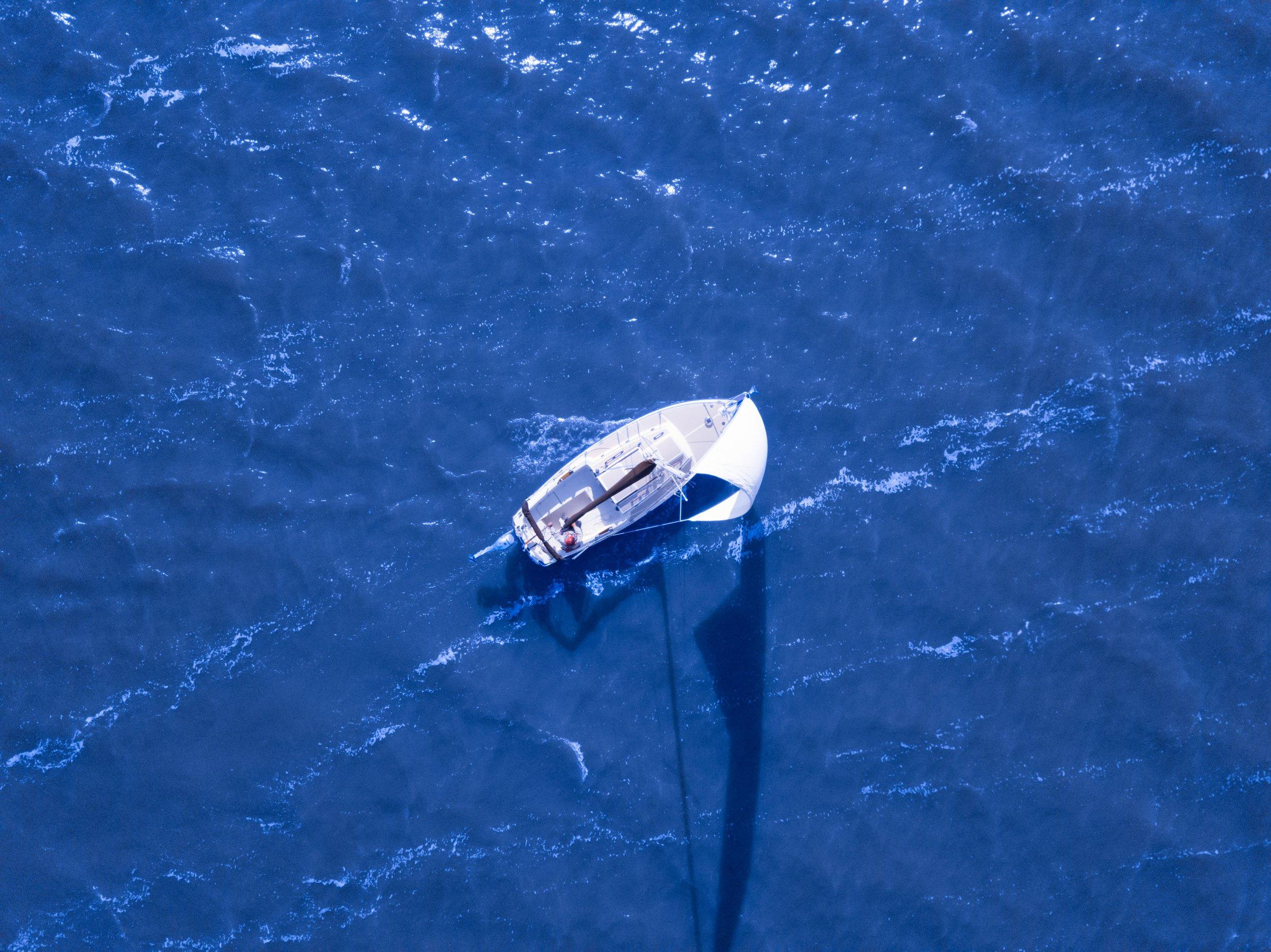 """""""Nicht der Wind, sondern das Segel bestimmt die Richtung."""" -"""