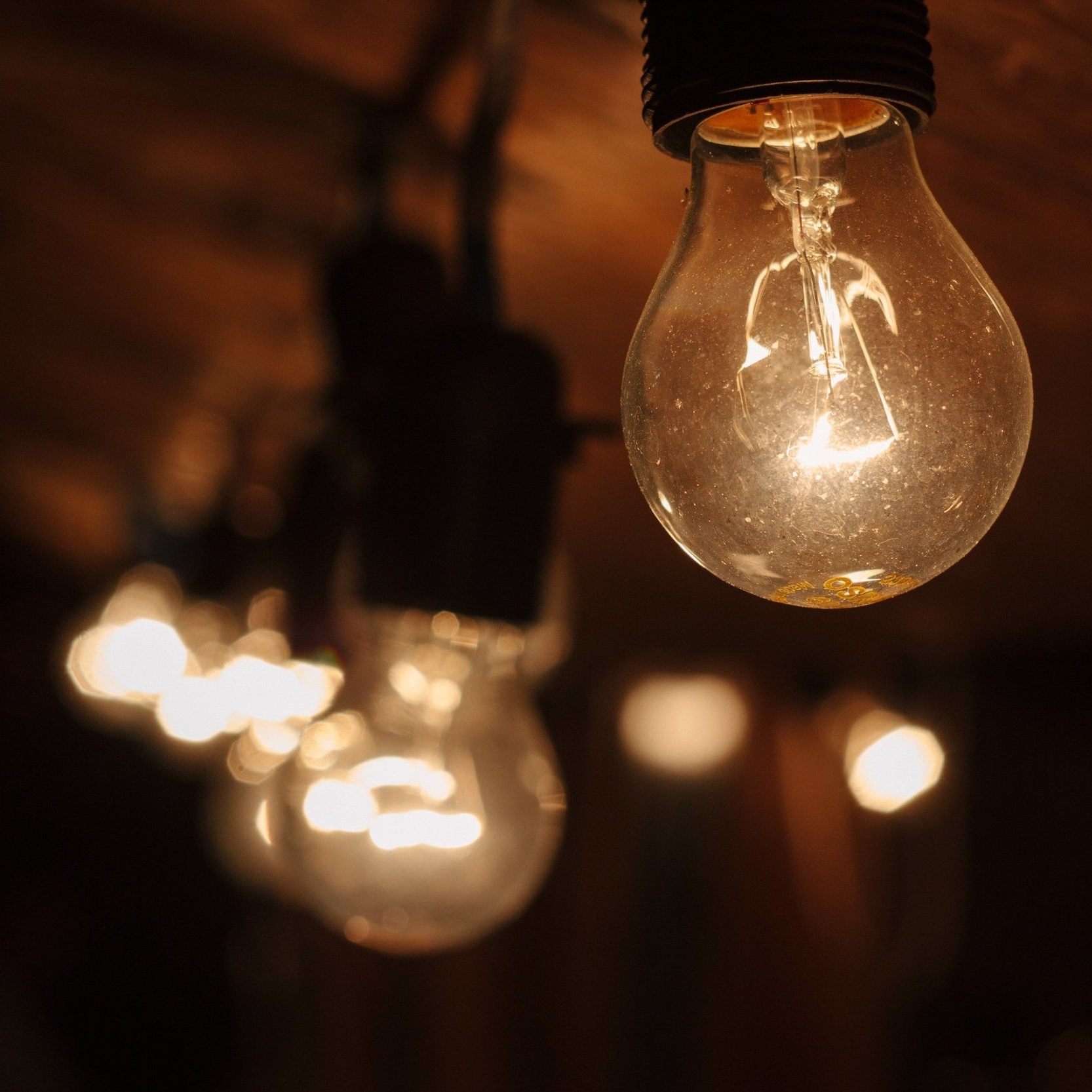 rsz_blur-bright-bulbs-131023.jpg