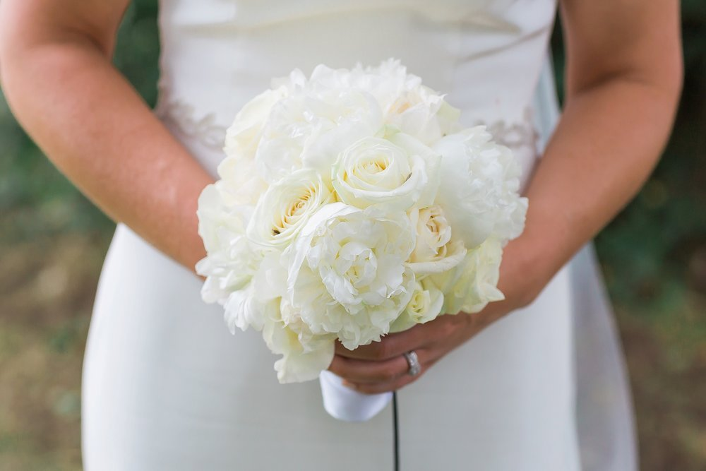 beautiful-white-wedding-bouquet.jpg