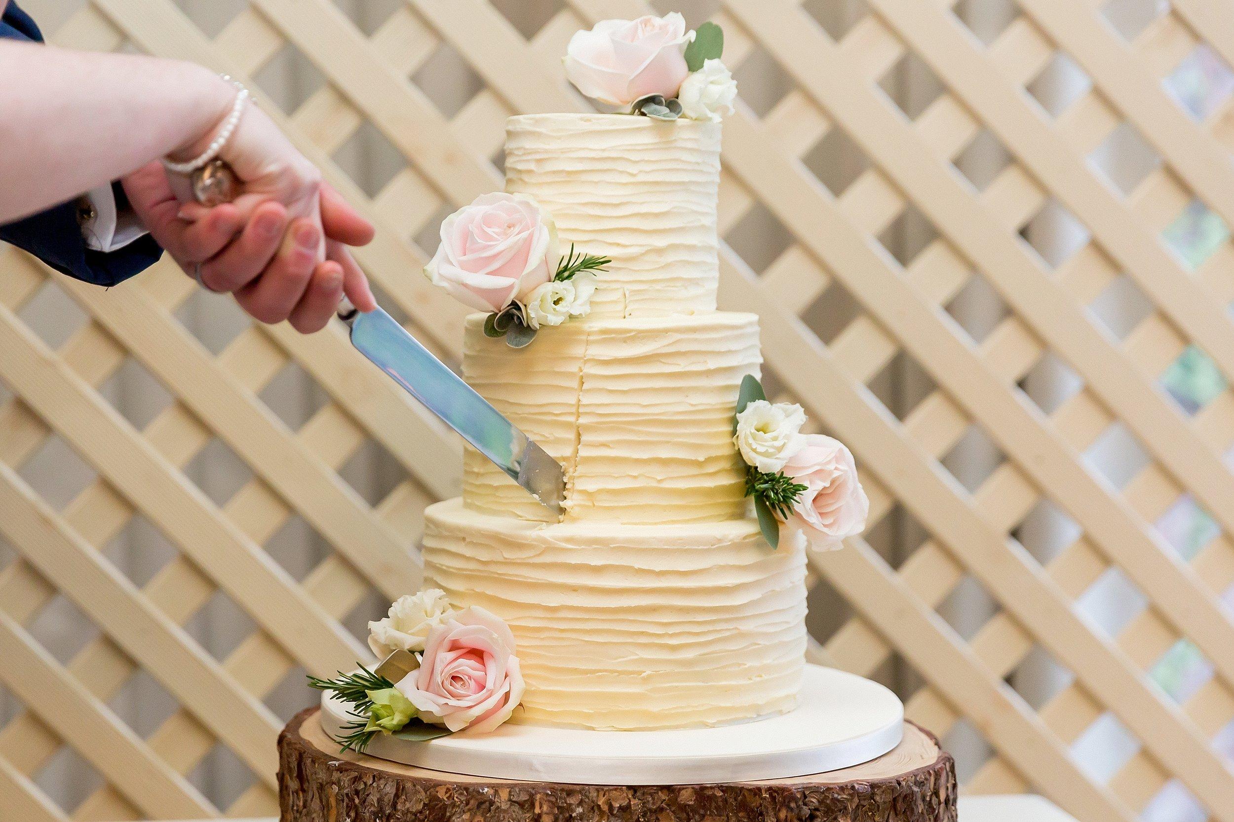 pretty wedding cake somerset.jpg