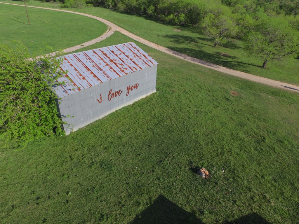 """The """"I Love You"""" Barn - Perfect for Photos!"""