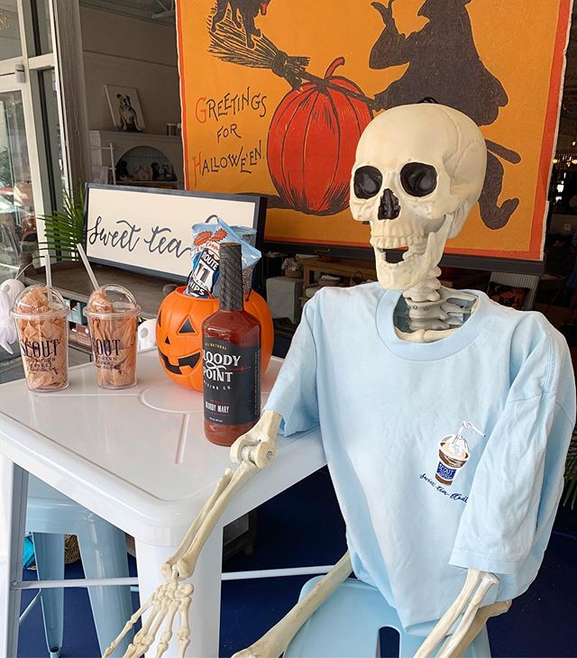 Getting spooky downtown! #firstfriday #shrimpfest2019 #visitbeaufort_sc #visitbft #shoplocal #shopsmall#loveyourtown #sweetteafloat