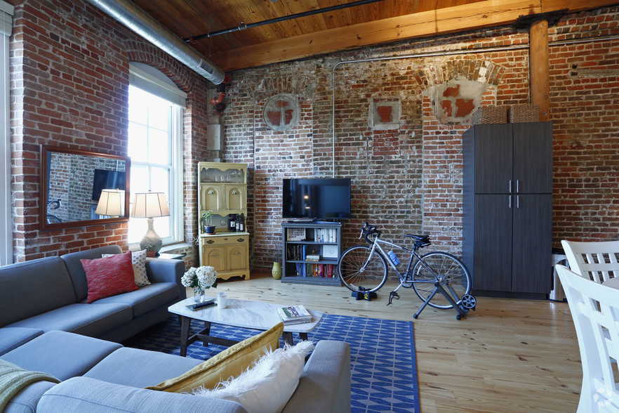 american-tobacco-apartments-old-bullnoell-durham-nc-0br-1ba---studio-5th-floor-old-bull--liv (1).jpg