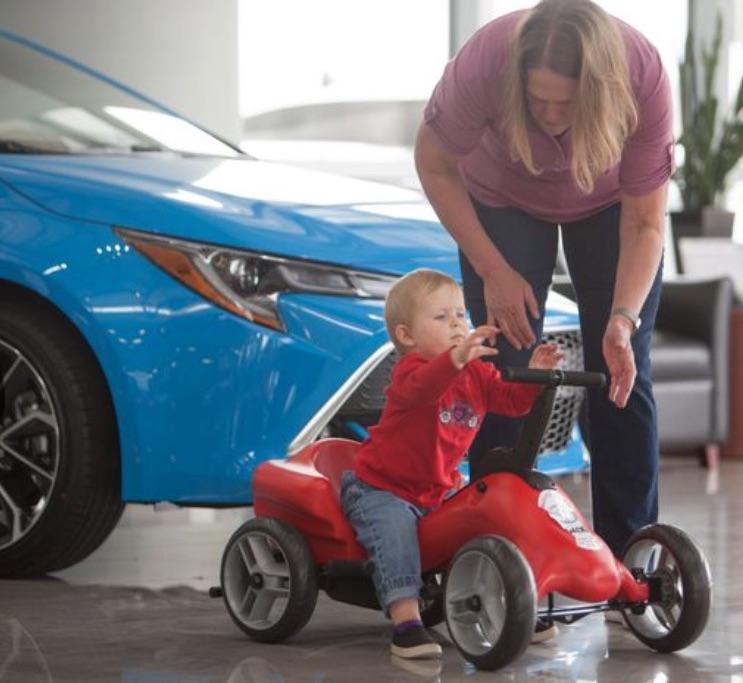 pumper car-boy and mom.jpg
