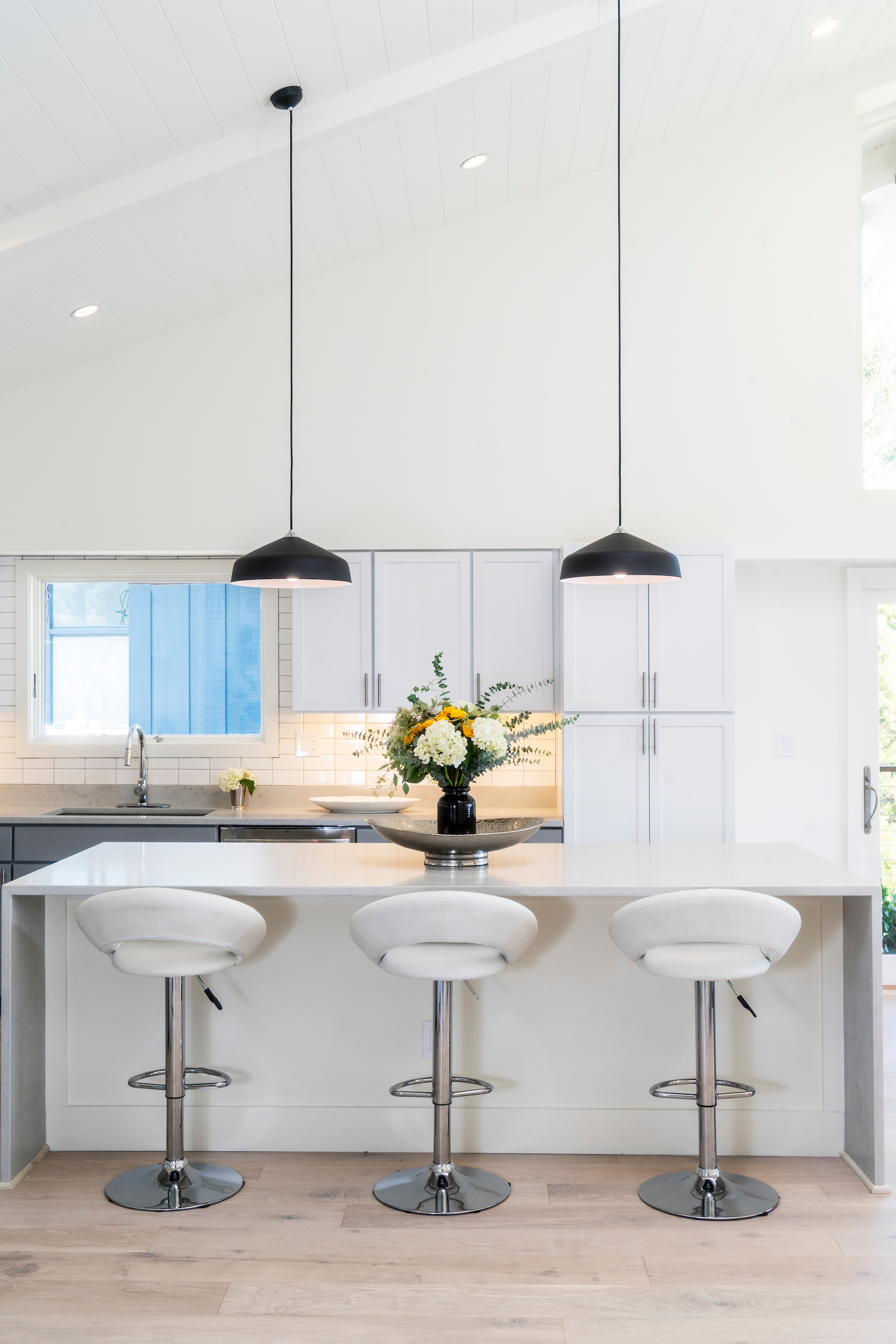 The open layout, modern finishes, and luxurious touches in the kitchens at The Pointe at Cove include Waterworks fixtures, European oak flooring and high-end stainless steel appliances, such as gas range, dishwasher, microwave and wine fridge.