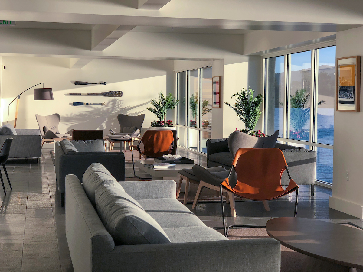The new Sunset Lounge amenity space is a perfect location for residents to work quietly or unwind after a long day. Floor-to-ceiling windows showcase the bay views. The space, which also includes a kitchen and yoga/fitness studio, can be rented by residents for private events.
