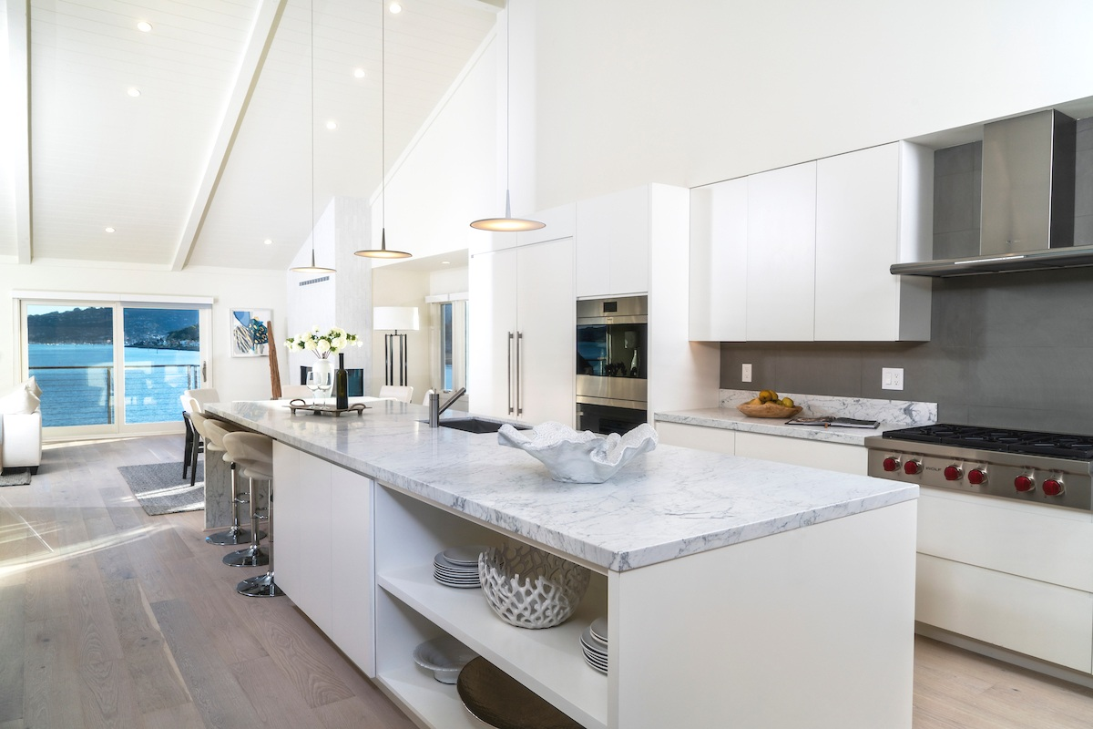 Maximus_The Pointe at Cove_4Bdrm_Kitchen and Entry_181206_162010.jpg