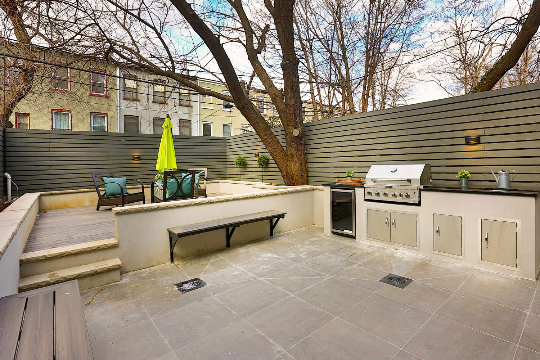 1B patio grill.jpg