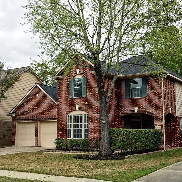 Another complete job in Spring, TX! This beautiful home has a new roof & in the market ready to be bought by a lucky person ! If your client is in need of a new roof before putting home up for sale; contact us ! #asoroofing #realestatehouston #houstonroofers #houstonrealestate #houstonrealtor #realestatehtx #springtxrealestate #realtorhouston