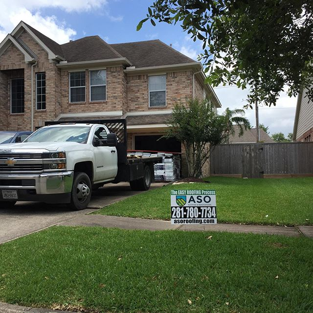 We are Seabrook for today's roof replacement! GAF HD WeatherWood !#roofingcontractor #houstonroofing #houstontx #houstonhomes #houstonrealestateinvesting