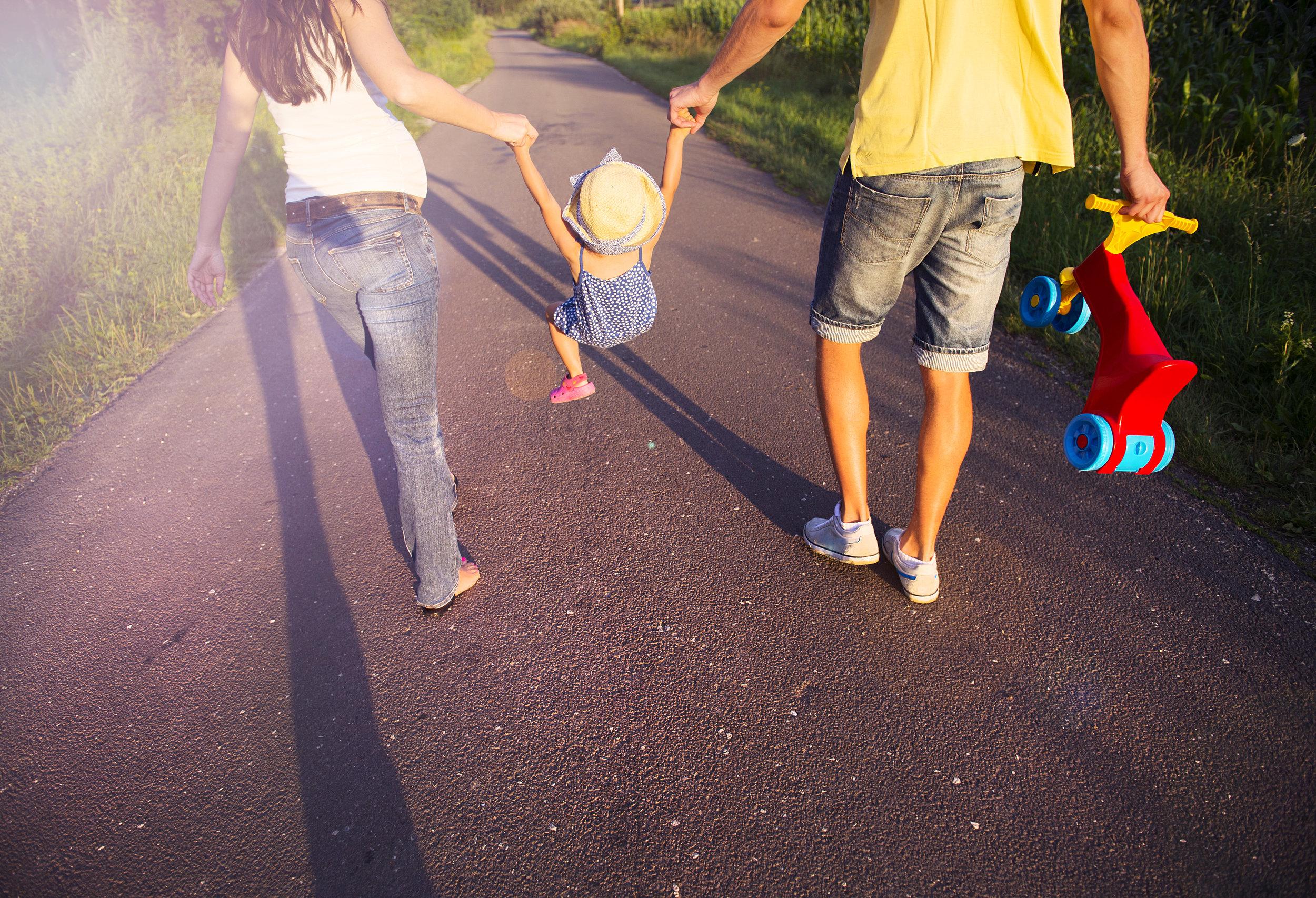 graphicstock-happy-pregnant-family-having-fun-during-the-walk_SAezEZvhbZ.jpg