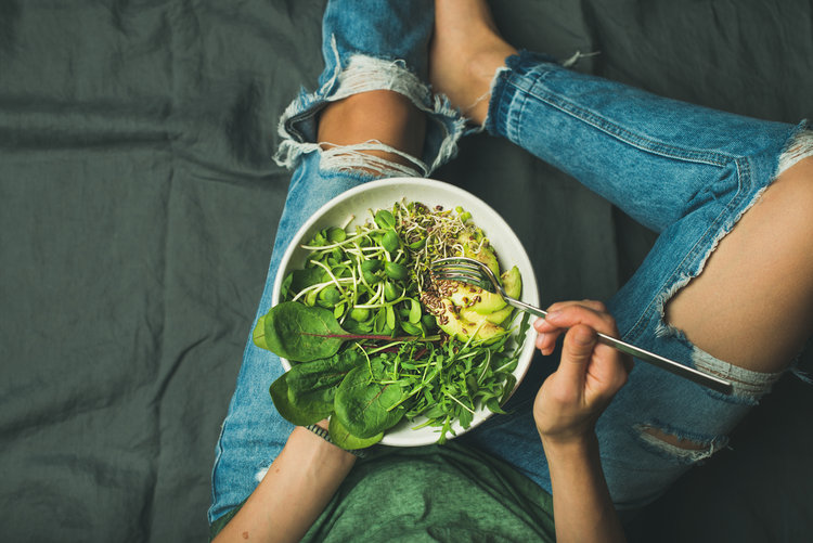 salade+verte+femme+santé.jpeg
