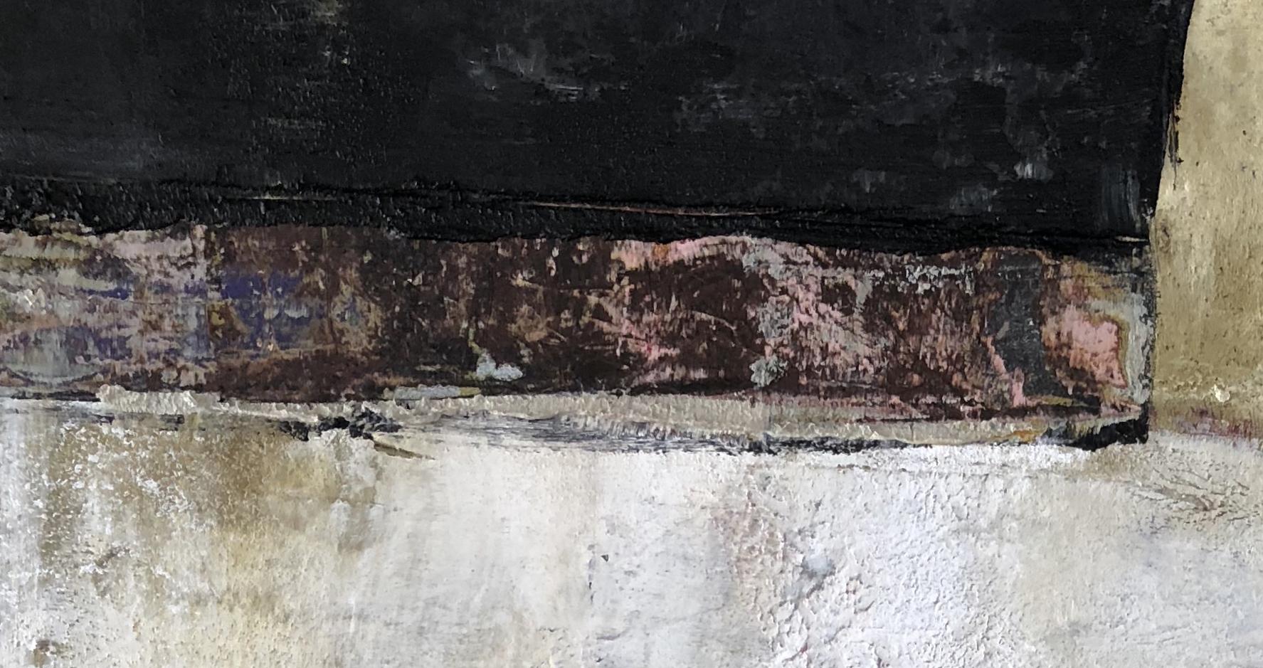 adobe y negro (iii)  - closeup of exposed element