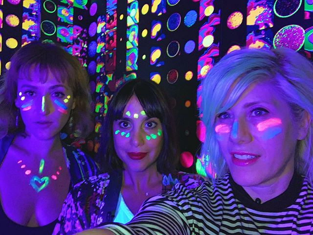 ⚫️ Still tripping out about our day with @kat_corbett 💜 we had such a blast together exploring @flutterexperience 🔶 Being from LA and listening to her for all these years on @kroq made this such a surreal moment 🌀 and she is just as cool as her voice 🙌🏾🖤🙌🏼 . . . #tuesdayvibes #tuesdayselfie #neonart #losangeles_city #losangelesart #vintagestyles #moroccanlounge #austria🇦🇹 #lalive #musicmakers #indieband #losangelesmusic #glowinthedark #savetheearth #womeninmusic #laart #laartist #kimonostyle #spreadthelove #fm4 #kroq #localsonly