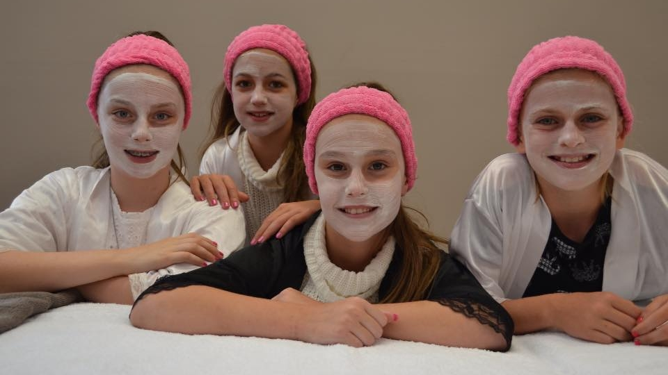 Thanks to Louise for making my daughter's 10th birthday party special.She looked amazing and had an even more amazing time.The spa birthday party is the best.Highly recommended for all special Little girls. - Kirsty Renfrew