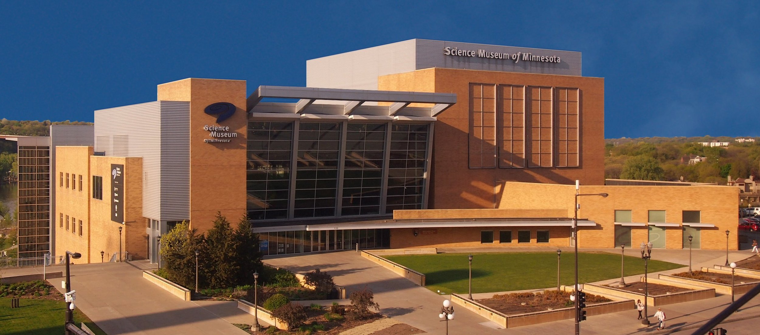 Photo of Science Museum of Minnesota By McGhiever - Own work, CC BY-SA 4.0, https://commons.wikimedia.org/w/index.php?curid=48588660