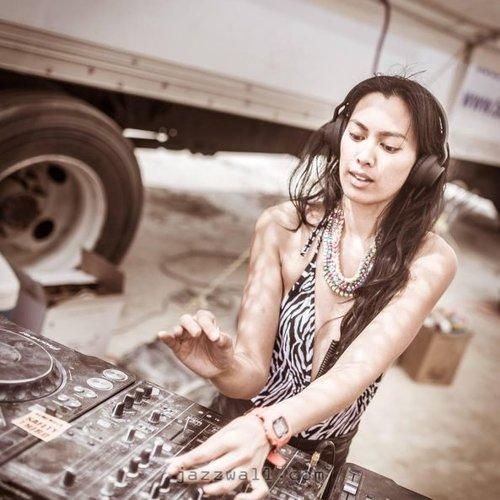 Miss Sabado / Beats